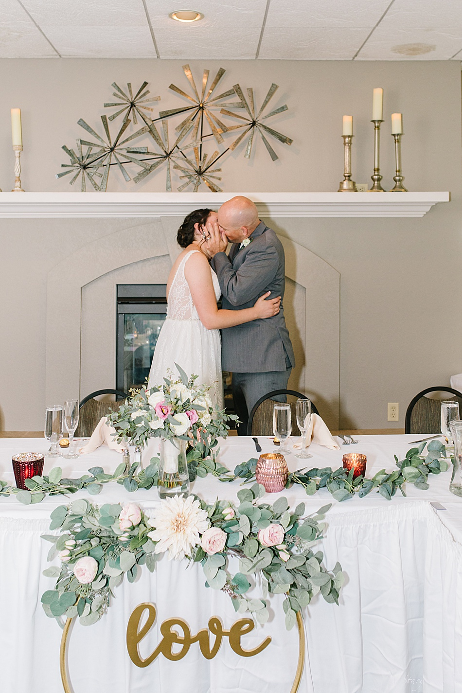 Kisses at the head table